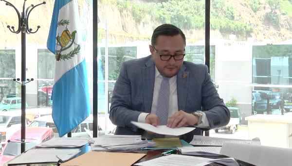 Denuncian a  Daniel Rojas de lucrarse de las finanzas de IGSS