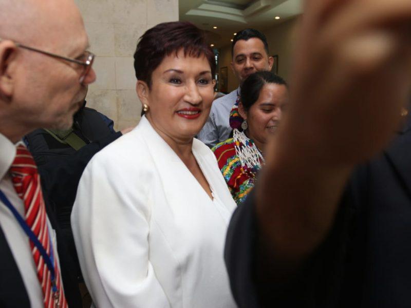Thelma Aldana reafirma su compromiso de cumplir la ley