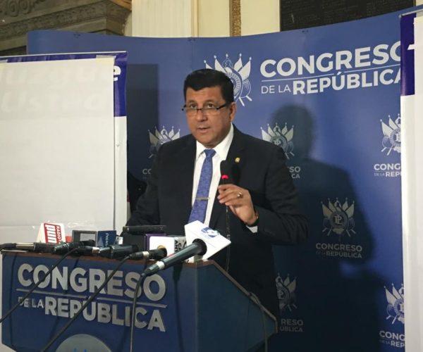 Galdámez manifiesta que las acusaciones en su contra son por oponerse al «matrimonio del mismo sexo»