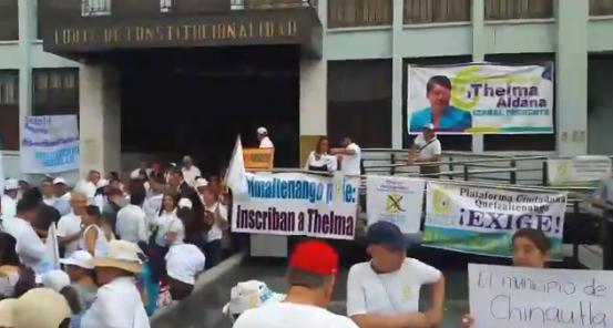 Militantes del Movimiento Semilla se concentran en las afueras de la CC para pedir que se inscriba a Thelma Aldana