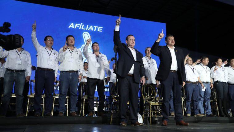 Denuncian que militantes del partido VAMOS destruyen propaganda de otros partidos