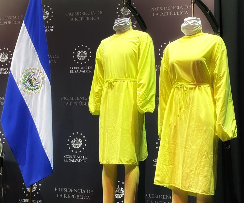 Empresa textil de El Salvador inicia producción masiva de ropa quirúrgica avalada por el FDA