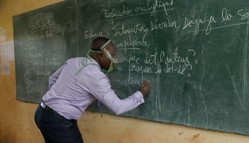 Educación informa que 5 docentes salvadoreñosrecibirán un equipo multimedia